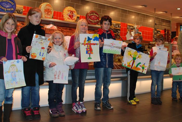 """Preisverleihung unseres Malwettbewerbs in 2011 zum Thema: """"Wer malt die schönste Vogelscheuche?"""""""